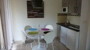 Kitchenette1-300x169 location 3 etoiles dans location saisonniere